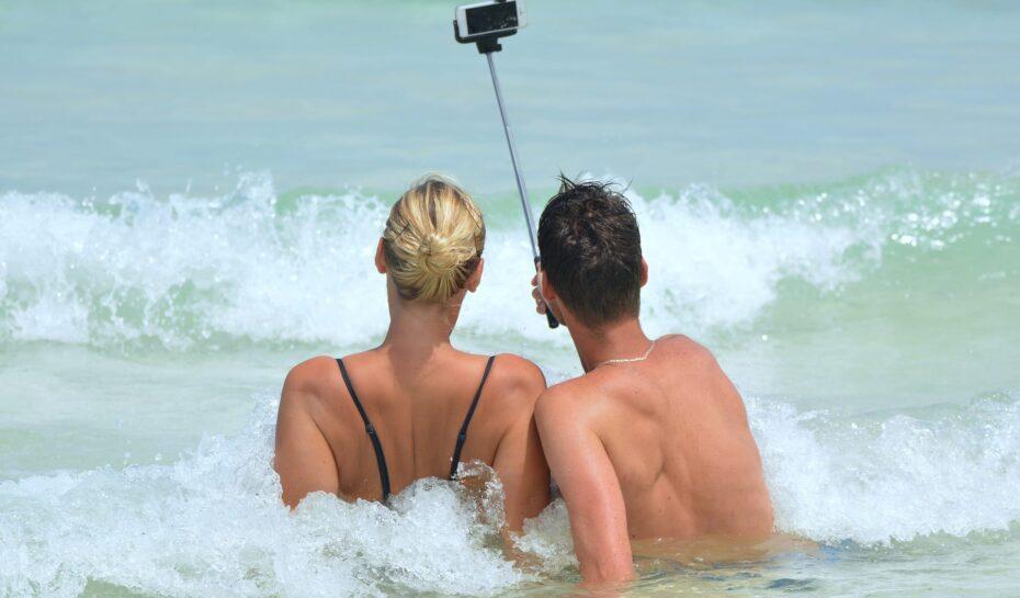 Milán zakázal selfie tyče. Města bojují i proti dalšímu nevhodnému chování turistů