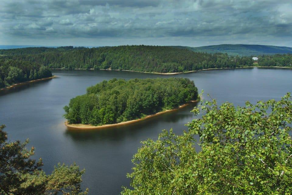 Ostrůvek uprostřed přehrady