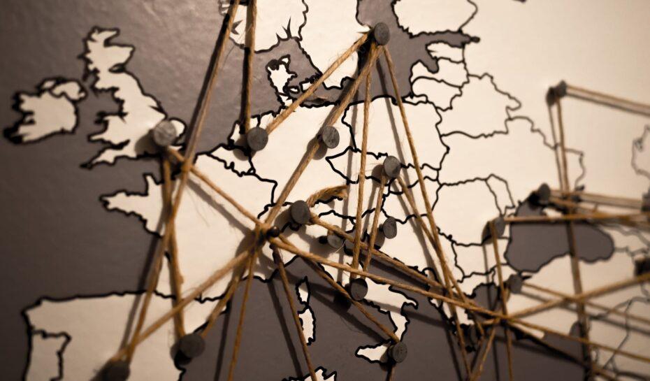 Co je typické pro okolní národy?