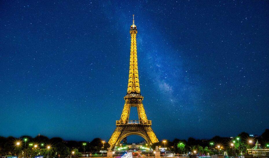 Železná lady ve zlatém. Eiffelova věž dostane nový kabát
