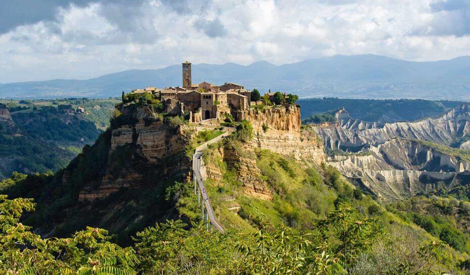 Umírajícímu italskému městu hrozí sesuvy půdy. Pomůže zápis do UNESCO?
